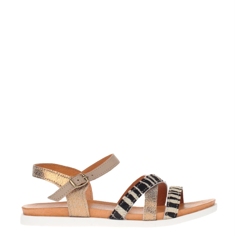 Dames sandaal van het merk spm uitgevoerd in leer. de sandaal heeft een voering en voetbed van leer....