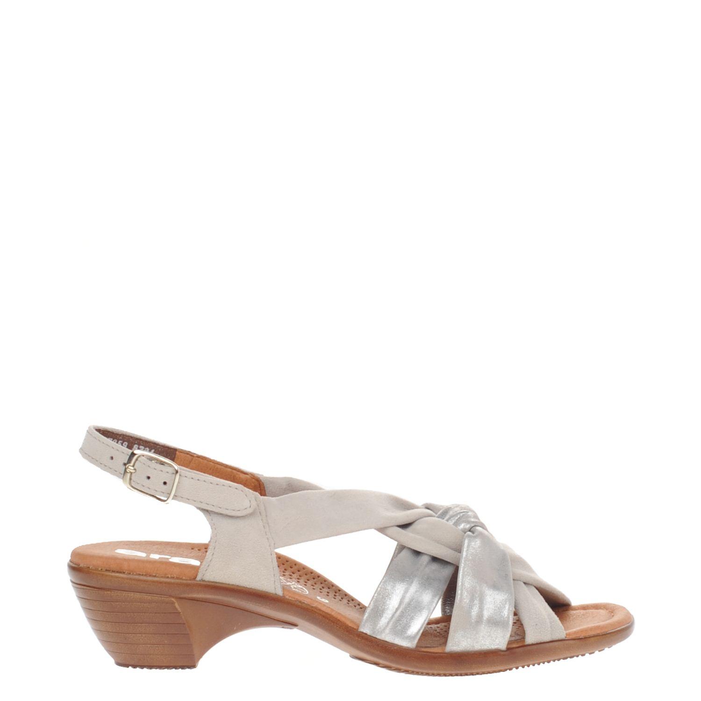 Dames sandaal van het merk ara uitgevoerd in een combinatie van glad leer en suede. de sandaal is volledig ...