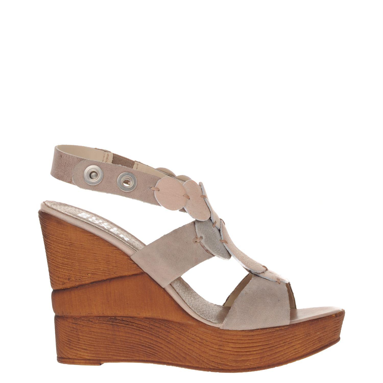 Dames sandaal van het merk bullboxer uitgevoerd in leer. de sandaal heeft een hakhoogte 9cm met een platea...