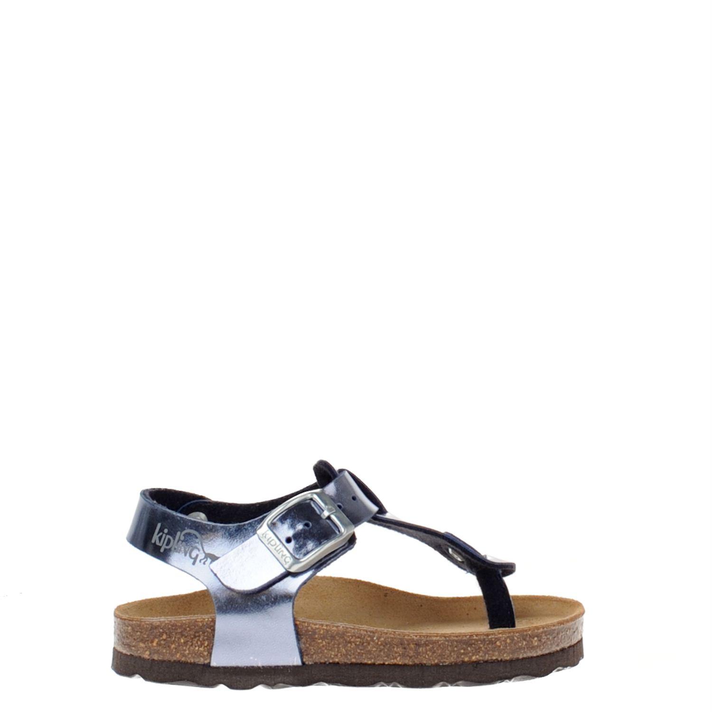 Meisjes sandaal van het merk kipling uitgevoerd in imitatieleer met verstelbaar bandje. de sandaal is ...