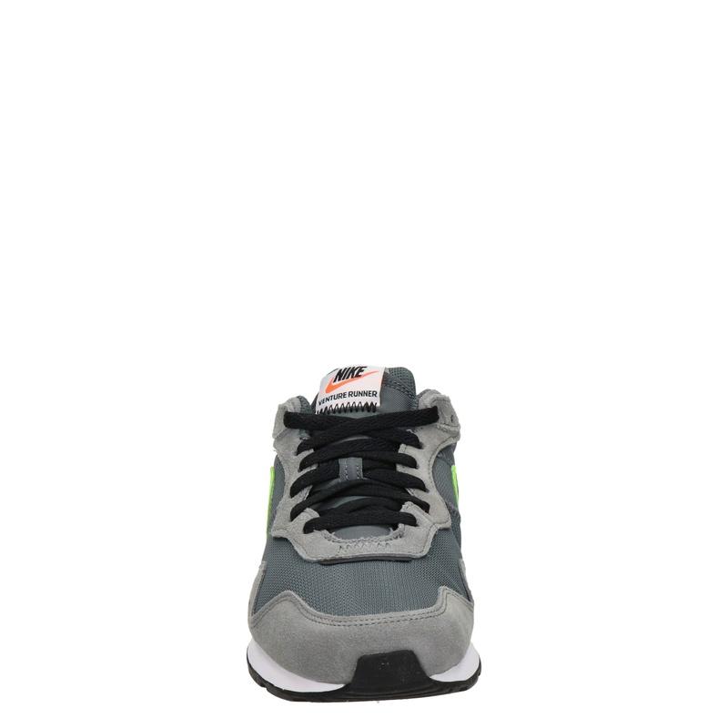 Nike Venture Runner - Lage sneakers - Grijs