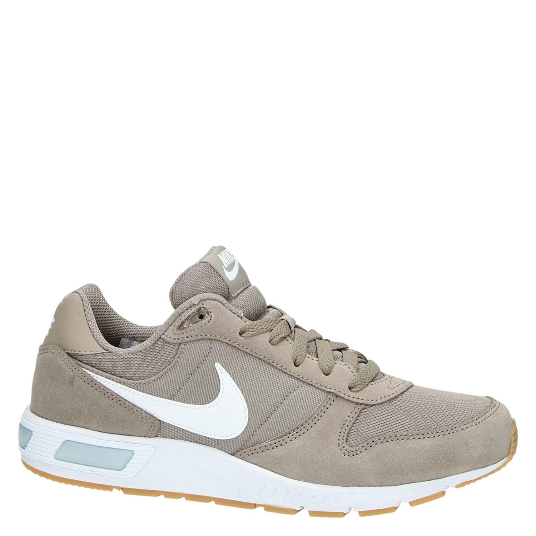Nike Nightgazer herensneaker beige