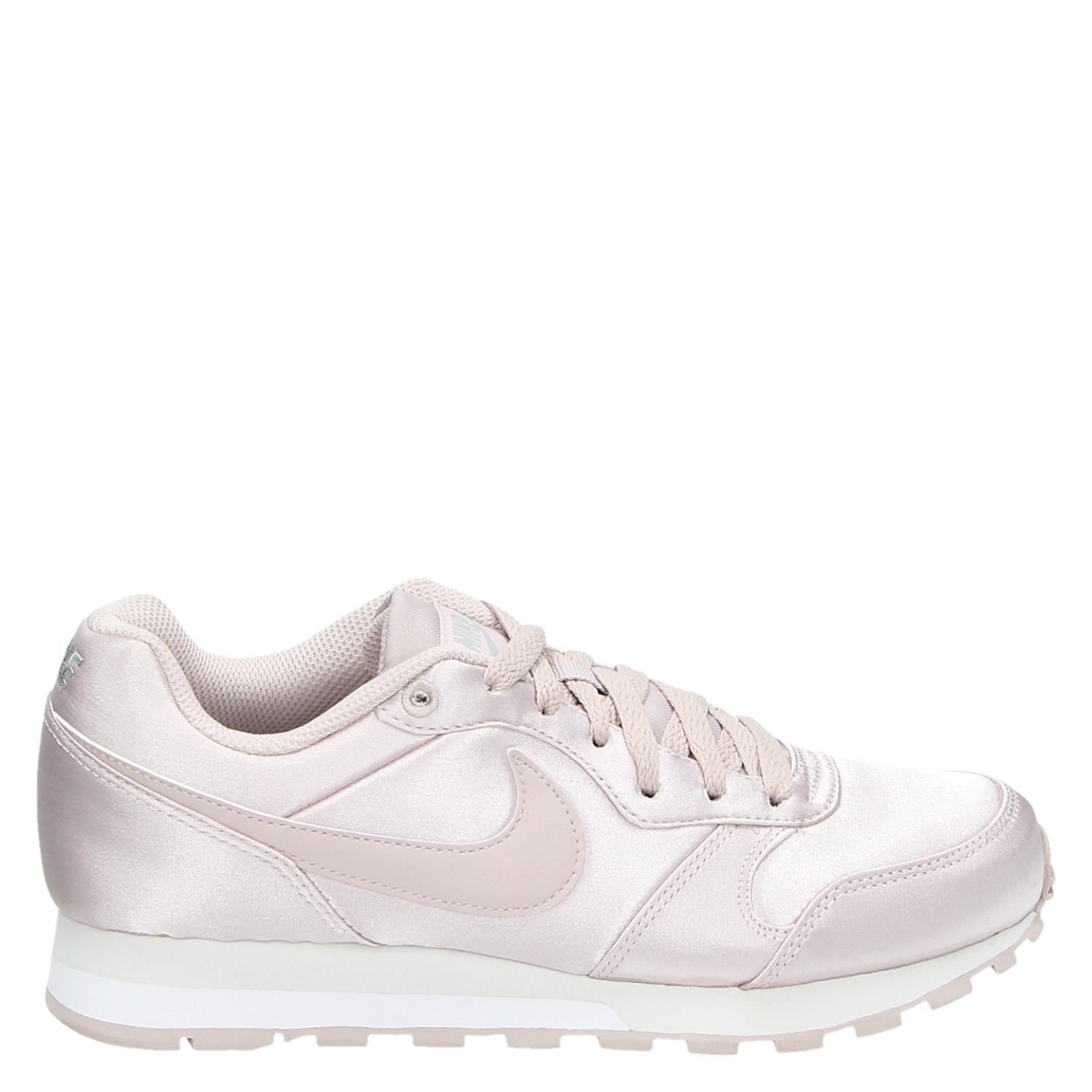 d5fb69926ff Nike MD Runner 2 dames lage sneakers roze