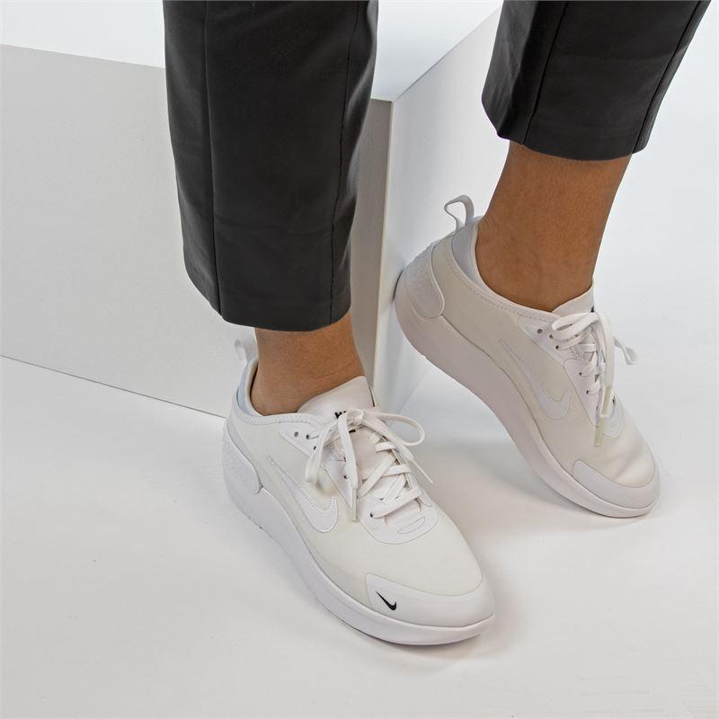 Nike Amixa - Lage sneakers - Wit