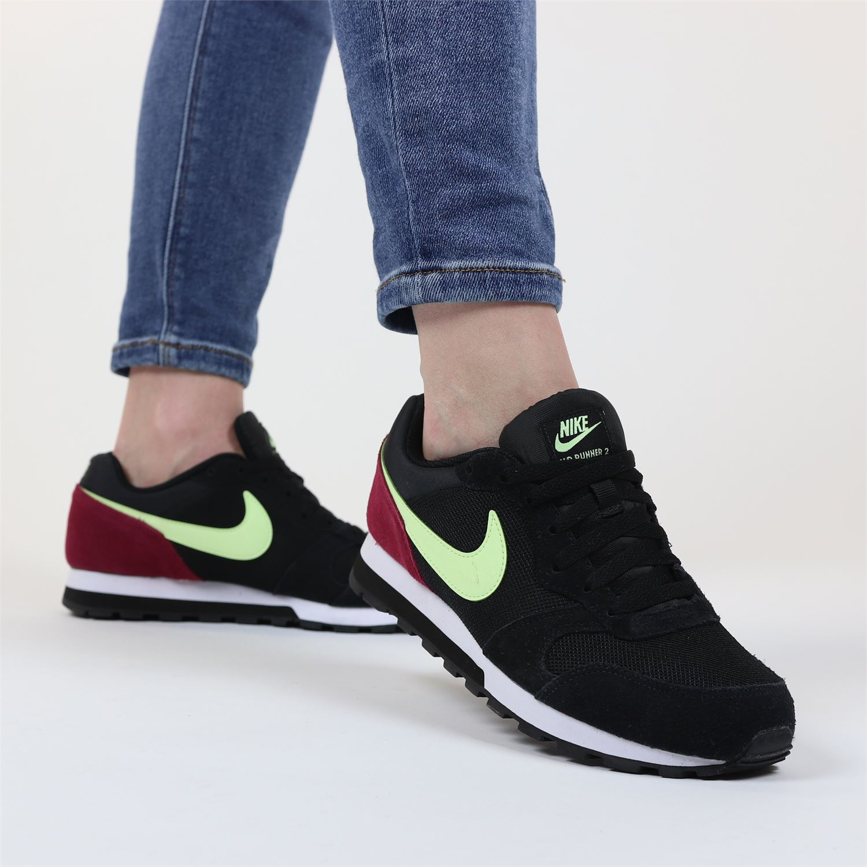 Nike MD runner seasonal