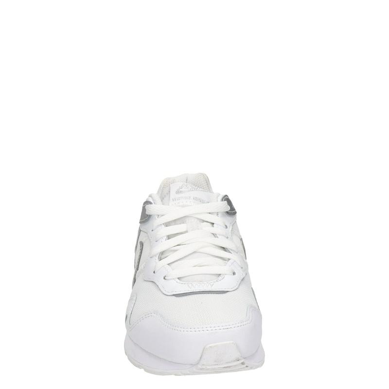 Nike Venture Runner - Lage sneakers - Zilver