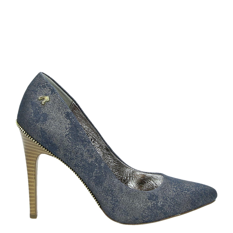 Een paar pumps is de mode-musthave voor dames! Pumps maken jouw feestelijke of juist zakelijke outfit helemaal af. Je komt altijd stijlvol en netjes voor de dag met een paar goede pumps en ze zijn er in verschillende soorten en maten.