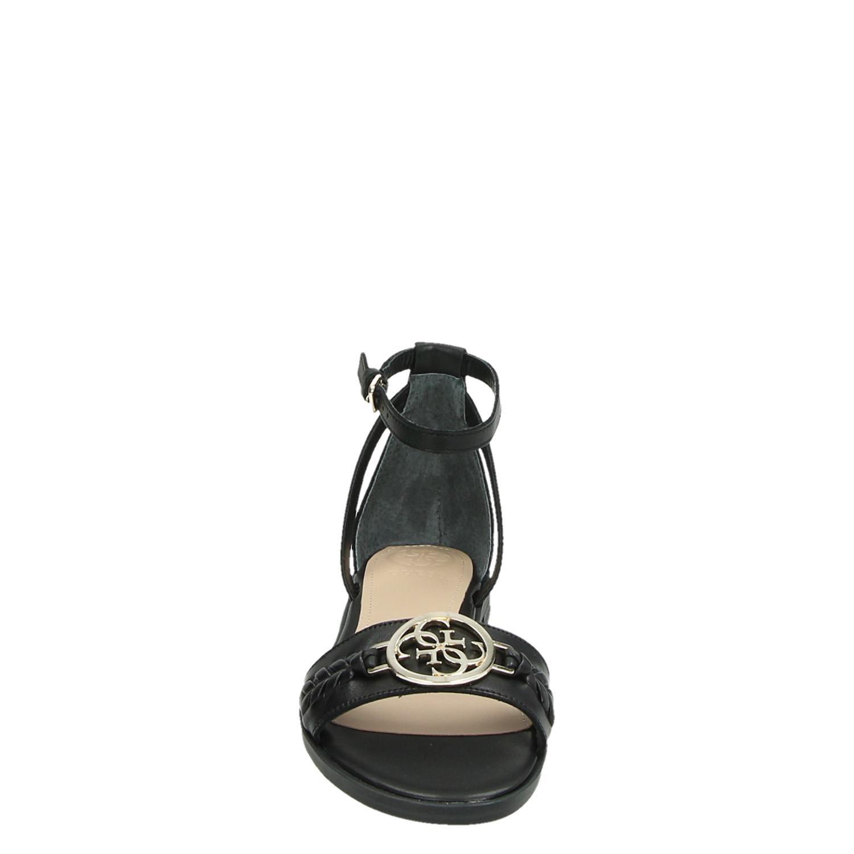 Guess schoenen kopen: sneakers, pumps, slippers en sandalen