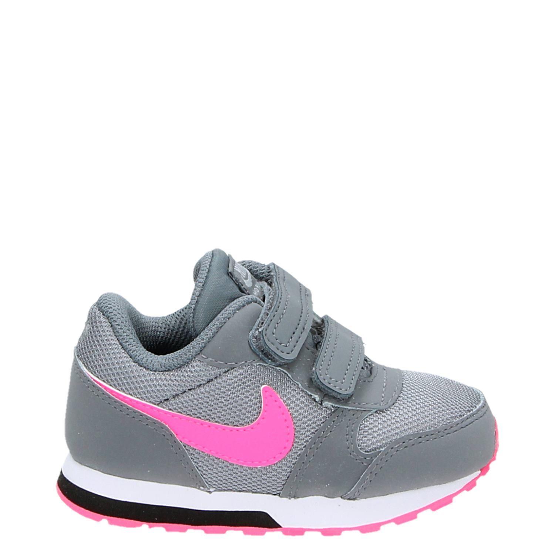 f11057a7c6c Nike MD Runner 2 meisjes klittenbandschoenen grijs